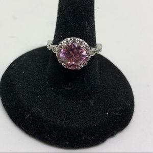 Jewelry - Gorgeous pink center stone ring
